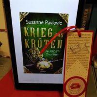 Kindle mit Cover des Buches und Lesezeichen